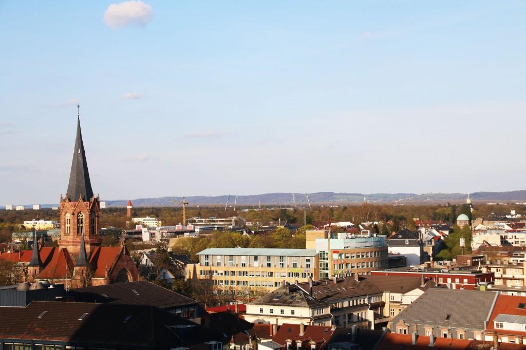Blick über Karlsruhe vom Balkon der Mietwohnung in Kalsruhe